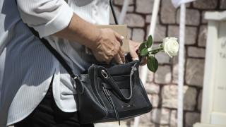 Συγγενείς και φίλοι είπαν το τελευταίο «αντίο» στον Μάνο Αντώναρο