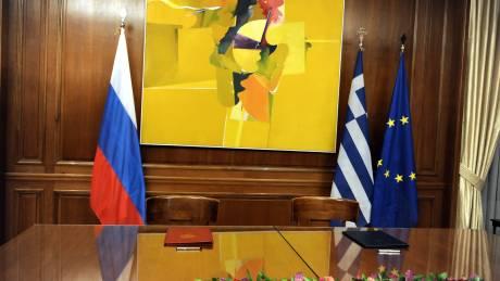 Η Αθήνα ανάμεσα σε ΗΠΑ και Ρωσία