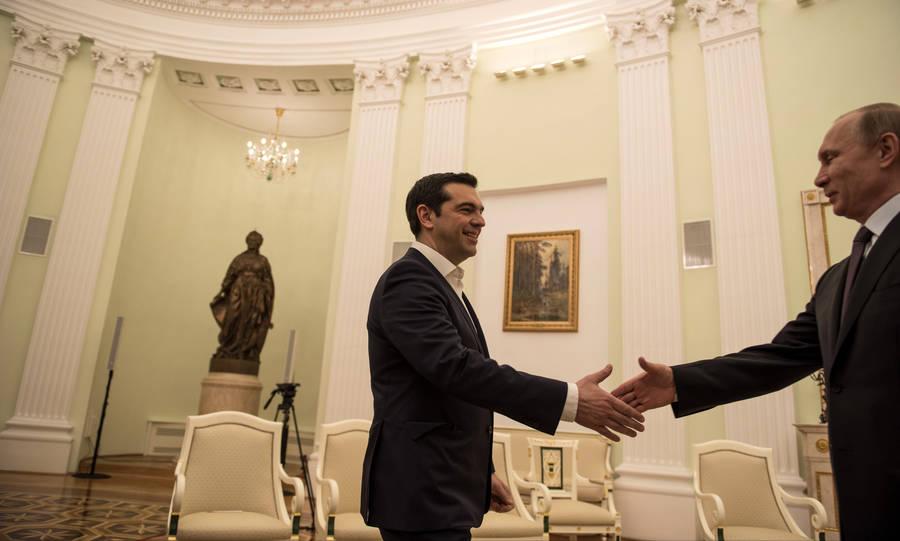 Η επίσκεψη Τσίπρα στη Μόσχα έγινε δύο μόλις μήνες μετά την ανάληψη της διακυβέρνησης