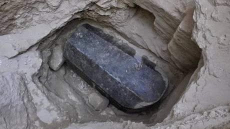 Λύθηκε το μυστήριο: Σε ιερέα ανήκει η γρανιτένια σαρκοφάγος που βρέθηκε στην Αλεξάνδρεια