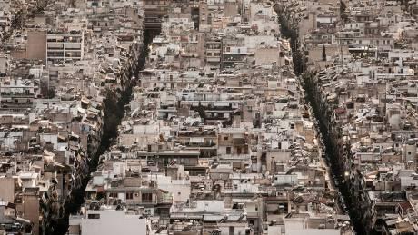 Παγίδα για το βλέμμα: η θηριώδης Αθήνα μέσα από το φακό της Μαργαρίτας Yoko Νικητάκη