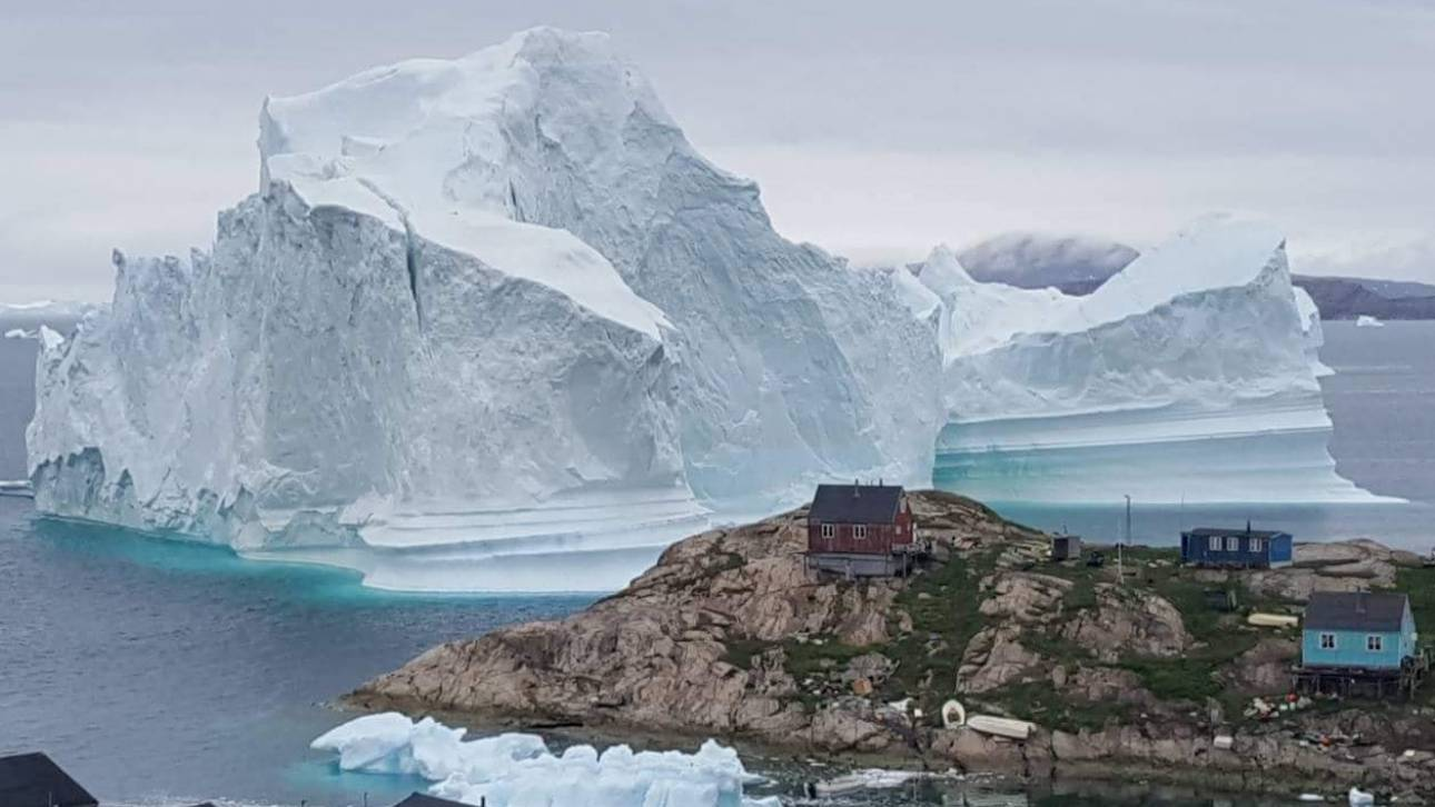 Παγόβουνο – γίγας απειλεί χωριό της Γροιλανδίας
