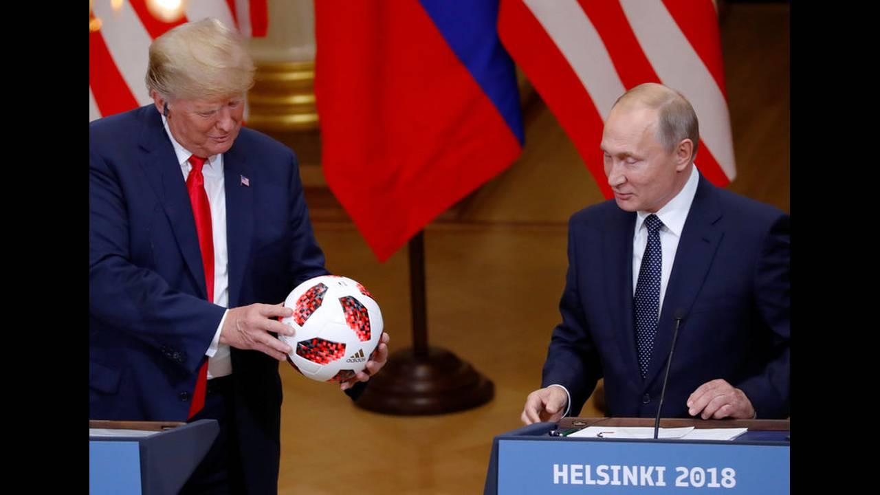 https://cdn.cnngreece.gr/media/news/2018/07/19/139318/photos/snapshot/2018-07-16T160045Z_1637448701_RC1393A9CB00_RTRMADP_3_USA-RUSSIA-SUMMIT.jpg