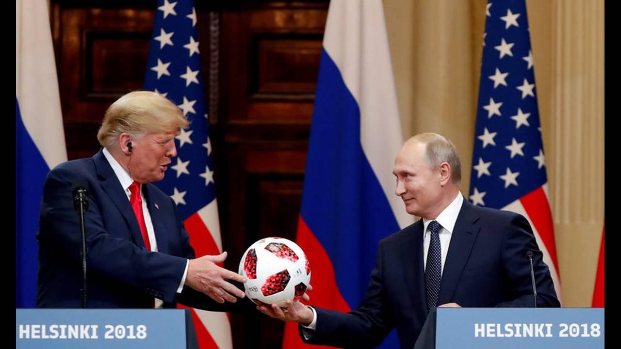 https://cdn.cnngreece.gr/media/news/2018/07/19/139318/photos/snapshot/2018-07-16T161151Z_1432591159_RC1D3D3D44B0_RTRMADP_3_USA-RUSSIA-SUMMIT.jpg