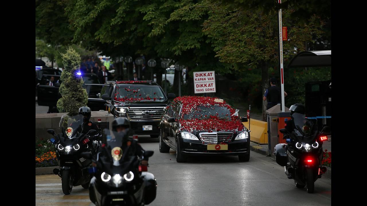 https://cdn.cnngreece.gr/media/news/2018/07/19/139354/photos/snapshot/2018-07-09T143842Z_1774208479_RC116B4B69C0_RTRMADP_3_TURKEY-POLITICS-ERDOGAN.JPG