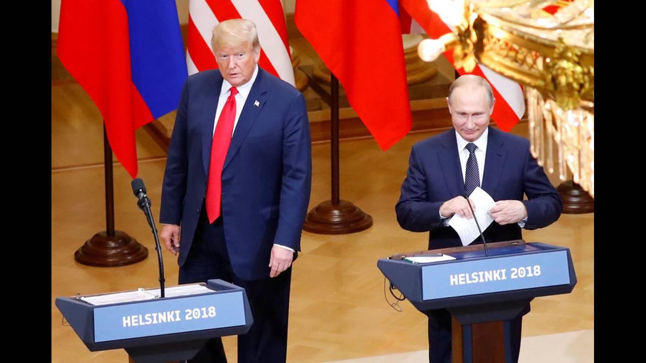 https://cdn.cnngreece.gr/media/news/2018/07/19/139356/photos/snapshot/2018-07-16T151740Z_2124482454_RC1DB9C69DF0_RTRMADP_3_USA-RUSSIA-SUMMIT.jpg