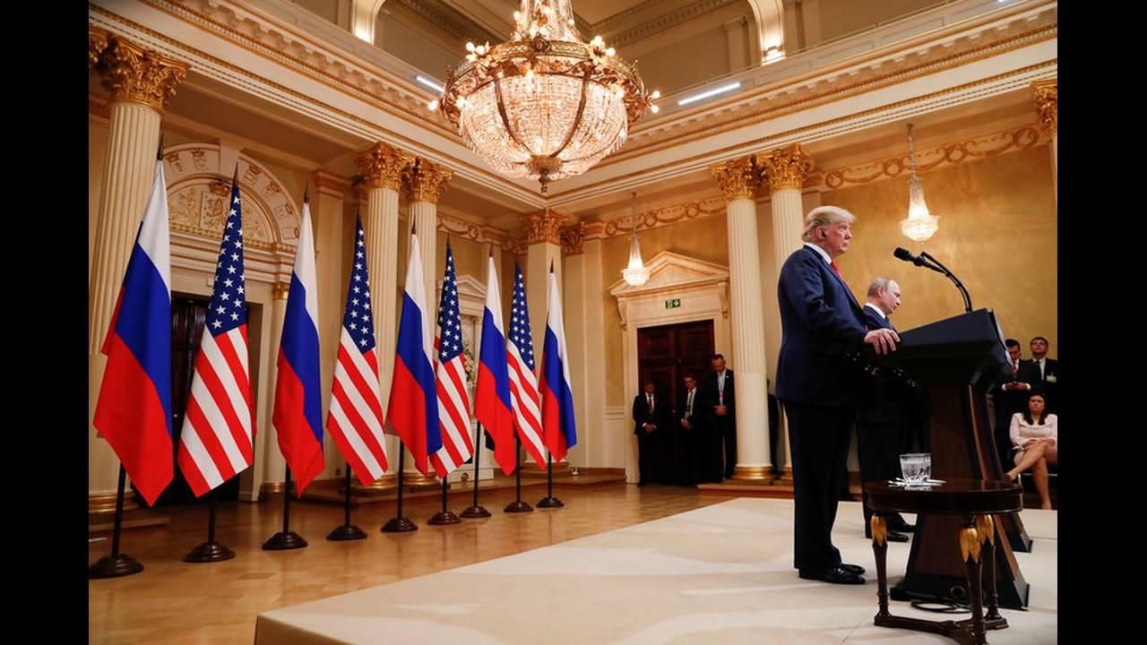https://cdn.cnngreece.gr/media/news/2018/07/19/139356/photos/snapshot/2018-07-16T151841Z_1253428491_RC17BBDFA470_RTRMADP_3_USA-RUSSIA-SUMMIT.jpg