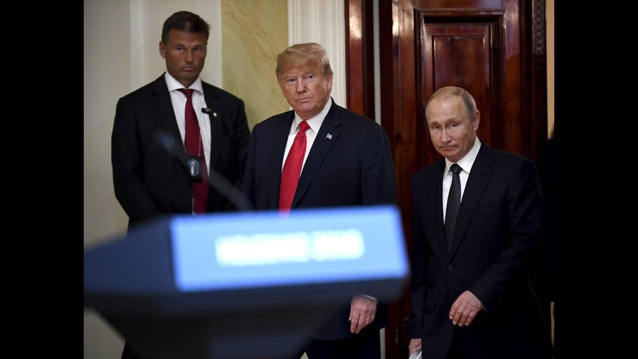 https://cdn.cnngreece.gr/media/news/2018/07/19/139356/photos/snapshot/2018-07-16T152452Z_671648559_RC1CF0B81EA0_RTRMADP_3_USA-RUSSIA-SUMMIT.jpg