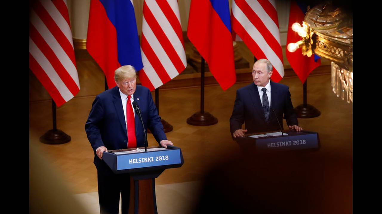 https://cdn.cnngreece.gr/media/news/2018/07/19/139356/photos/snapshot/2018-07-16T153830Z_1634751229_RC197B9ABDB0_RTRMADP_3_USA-RUSSIA-SUMMIT.jpg