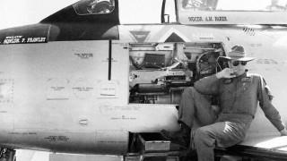 Συνταξιοδοτήθηκε ο γηραιότερος πιλότος μαχητικού αεροσκάφους