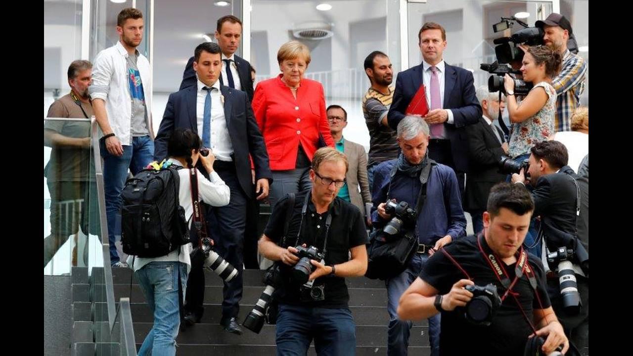 https://cdn.cnngreece.gr/media/news/2018/07/20/139440/photos/snapshot/2018-07-20T111120Z_77083702_RC15618D5850_RTRMADP_3_GERMANY-MERKEL.jpg