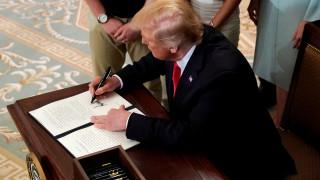 Ο Τραμπ απειλεί να βάλει δασμούς σε όλα τα κινέζικα προϊόντα