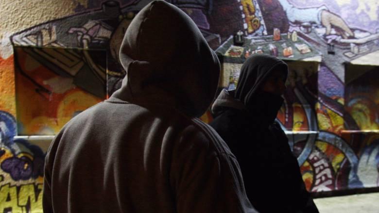 Η βρετανική κυβέρνηση διχάζει με τη στρατολόγηση ανήλικων κατασκόπων