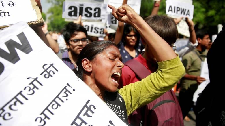 Ινδία: Καταγγελία 22χρονης για ομαδικό βιασμό