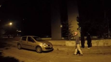 Επίθεση μελών του Ρουβίκωνα με σφυριά και ξύλα στη ΔΟΥ Ψυχικού