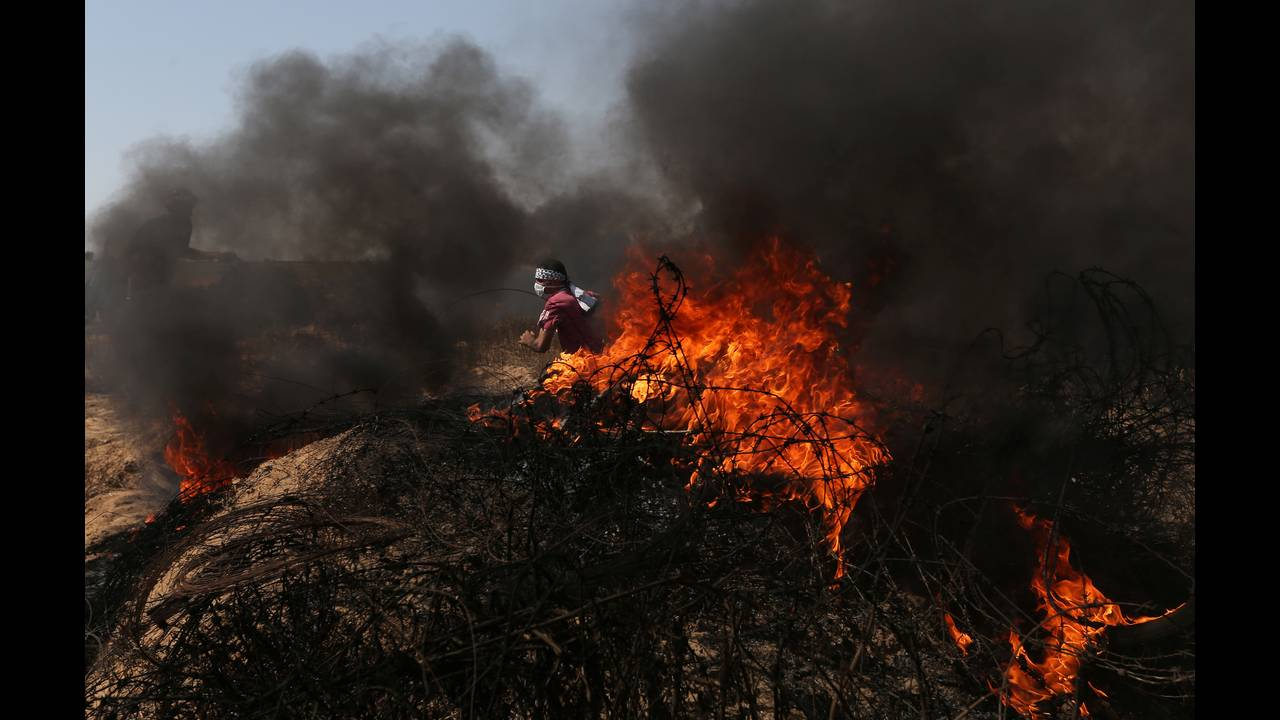 https://cdn.cnngreece.gr/media/news/2018/07/23/139742/photos/snapshot/2018-06-08T143415Z_186459208_RC168CE8CCF0_RTRMADP_3_ISRAEL-PALESTINIANS-PROTESTS.jpg