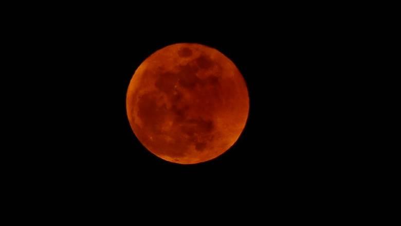 Ολική έκλειψη σελήνης την Παρασκευή – Έρχεται το «ματωμένο φεγγάρι»