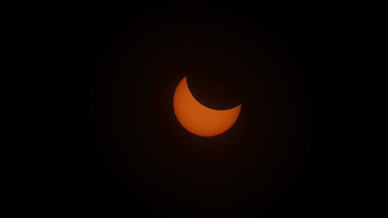 https://cdn.cnngreece.gr/media/news/2018/07/23/139754/photos/snapshot/2017-08-21T165359Z_1649030624_RC13A931E810_RTRMADP_3_SOLAR-ECLIPSE-USA.JPG