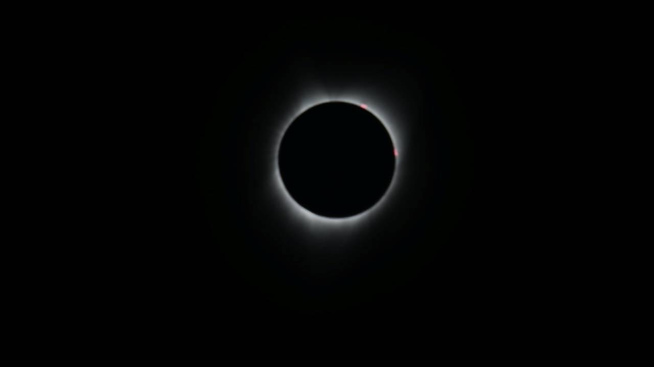 https://cdn.cnngreece.gr/media/news/2018/07/23/139754/photos/snapshot/2017-08-21T172516Z_1351222772_RC1A92823E50_RTRMADP_3_SOLAR-ECLIPSE-USA.JPG