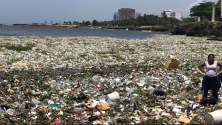 Ένα «κύμα» σκουπιδιών στη Δομινικανή Δημοκρατία: Εικόνες – σοκ από τη ρύπανση των ωκεανών