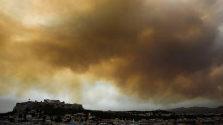 Φωτιά Κινέτα: Ο καπνός της μεγάλης πυρκαγιάς έφτασε στην Αθήνα