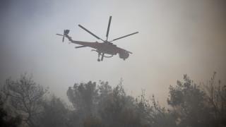 Φωτιά Κινέτα: Στο κέντρο συντονισμού της πυροσβεστικής ο Τόσκας