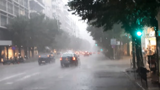 Καιρός: Προβλήματα από βροχή και χαλάζι στο κέντρο της Θεσσαλονίκης