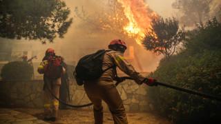 Πύρινη κόλαση σε Αττική και Χανιά: Κάηκαν σπίτια, κινδύνεψαν άνθρωποι
