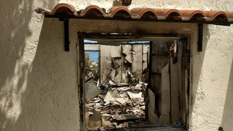 Φωτιά Αττική: Με μικρές απώλειες γλίτωσε ο Κάλαμος