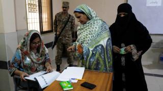 Πακιστάν: Άνοιξαν οι κάλπες για τις βουλευτικές εκλογές – Φόβοι για βία και νοθεία