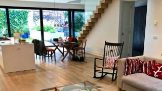 Airbnb: Καλεί τους ιδιοκτήτες στην Αττική να δώσουν τα σπίτια τους στους πυρόπληκτους
