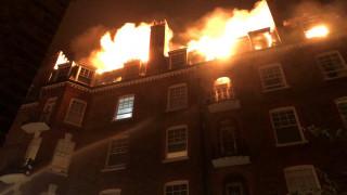 Αγώνας δρόμου για την κατάσβεση μεγάλης φωτιάς σε πενταώροφη κατοικία του Λονδίνου
