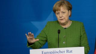 Γερμανία: Στο στόχαστρο η Μέρκελ για συνάντηση με Λαβρόφ