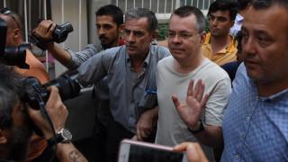 Πενς: Κυρώσεις στην Τουρκία εάν δεν αφεθεί ελεύθερος ο Αμερικανός πάστορας