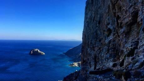 Αμοργός: Ακατέργαστη ομορφιά στο πιο «εναλλακτικό» νησί των Κυκλάδων