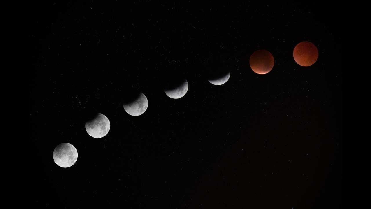 https://cdn.cnngreece.gr/media/news/2018/07/27/140467/photos/snapshot/lunar-eclipse-962803_1920.jpg