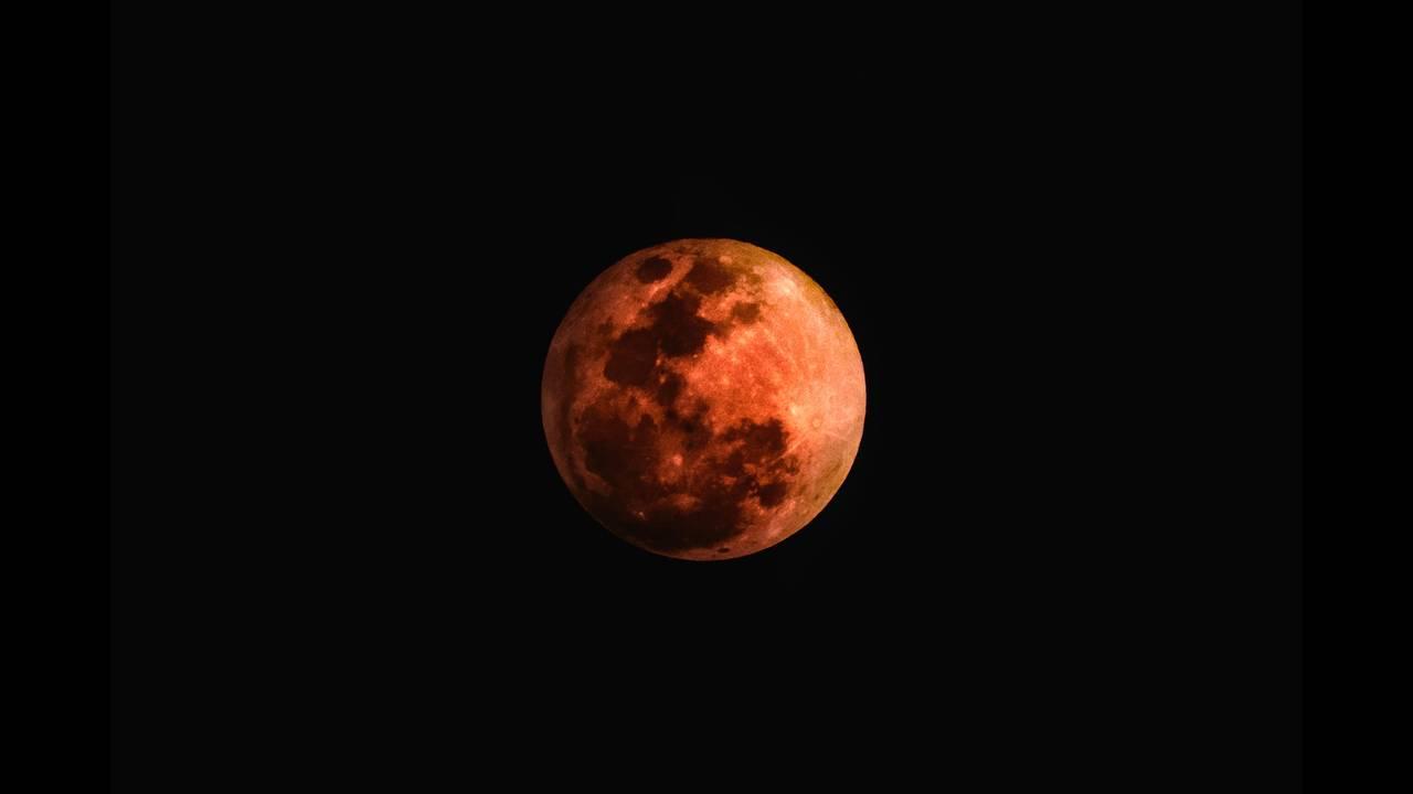 https://cdn.cnngreece.gr/media/news/2018/07/27/140467/photos/snapshot/moon-3182407_1920.jpg