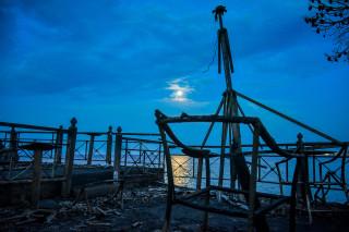 Ματωμένο φεγγάρι: Συγκλονιστικές εικόνες από το Μάτι Αττικής