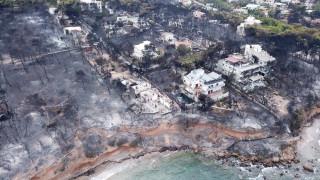 Μεσίστιες οι σημαίες της Ελληνικής Κοινότητας Καΐρου σε ένδειξη πένθους για τις φωτιές