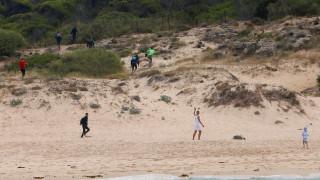 Ισπανία: Μετανάστες τρέχουν ανάμεσα σε λουόμενους για να διαφύγουν από την αστυνομία