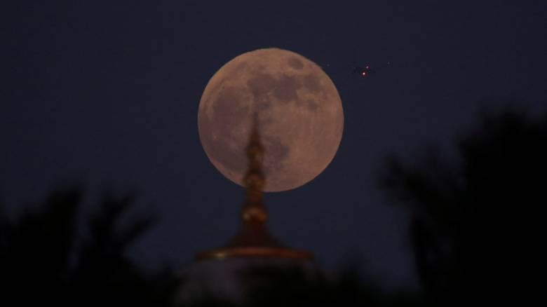Δείτε live το «ματωμένο» φεγγάρι: Η μεγαλύτερη σεληνιακή έκλειψη του 21ου αιώνα