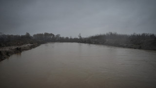 Υπερχείλισε ποτάμι στην Αρτέμιδα – Διακοπή κυκλοφορίας των οχημάτων