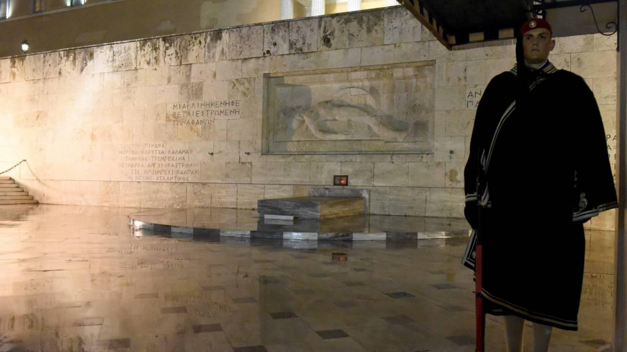 Εντοπίστηκε ύποπτη βαλίτσα στο μνημείο του Άγνωστου Στρατιώτη