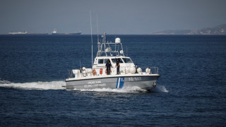 Καταμαράν με 125 επιβάτες προέκρουσε στο λιμάνι της Ραφήνας