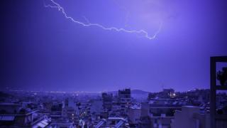 Καιρός: 1.000 κεραυνοί «χτύπησαν» χθες την Αττική