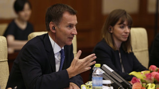 Brexit: «Βαρύ το κόστος» ενός διαζυγίου με την Ε.Ε. χωρίς συμφωνία προειδοποιεί η Βρετανία