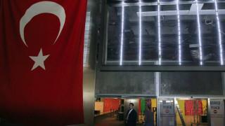 Οργισμένη απάντηση της Τουρκίας μετά το «όχι» Κοντονή στην έκδοση του Τουργκούτ Καγιά