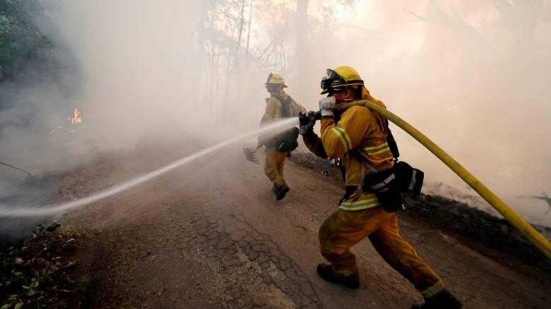 Μαίνονται τα πύρινα μέτωπα στην Καλιφόρνια - Επτά οι νεκροί