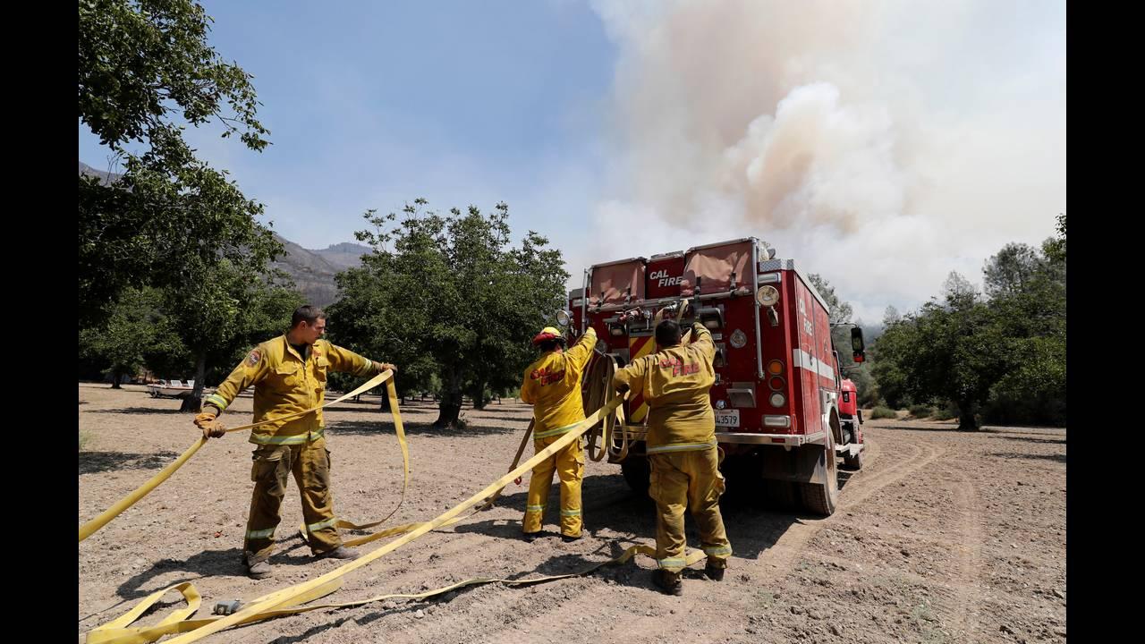 https://cdn.cnngreece.gr/media/news/2018/08/06/141593/photos/snapshot/fwtia-kalifornia2.JPG