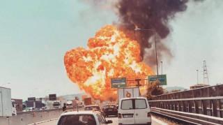 Μεγάλη έκρηξη και φωτιά σε αυτοκινητόδρομο της Μπολόνια